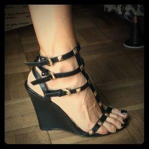 Liliana black strappy sandal size 6